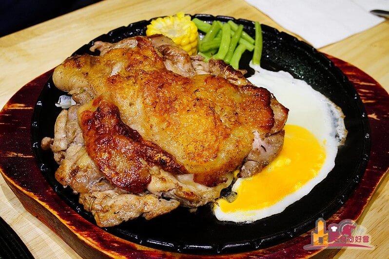 【高雄牛排館】饗吃牛海鮮牛排館  比臉還大的雞腿排 飲料冰淇淋湯品無限供應