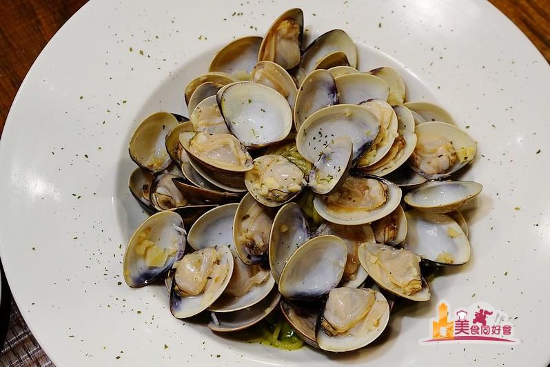 【高雄義式料理】 北高雄吃得到一台斤蛤蜊義大利麵 夜坡義麵坊(明華店)