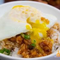 【高雄小吃】燥咖食堂 傳統豬油拌飯、古早味辦桌羹、滷豬腳在這裡吃得到