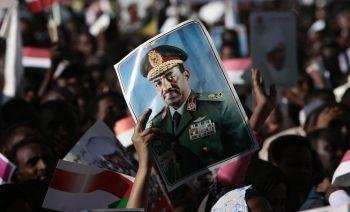Manifestación pública en Kartum en rechazo a la orden de arresto