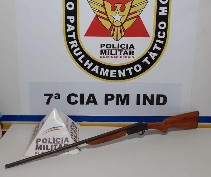 A suposta arma do crime foi apreendia pela PM. Foto: Policia Militar