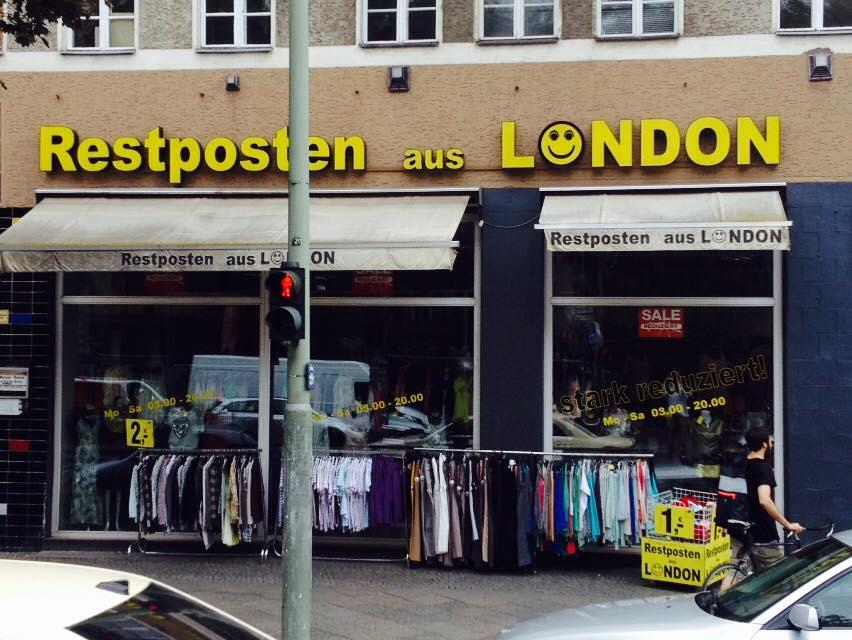 """Ein Laden in Berlin mit dem Namen """"Restposten aus London"""""""