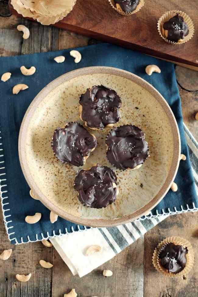 Salted chocolate caramel cashew clusters three