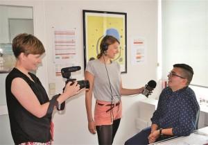 Steffi-Fetz-l-und-Lisa-Altmeier-interviewten-Naim-an-der-65725