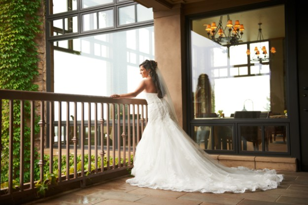 Sacramento Wedding - Janelle & Coleman by Ford Family Photography on www.realweddingsmag.com 3