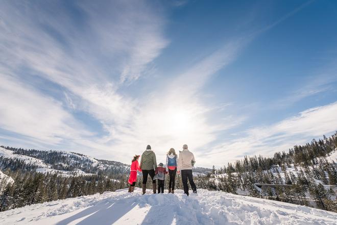 Sacramento Wedding Photographer | Lake Tahoe Wedding Photography | Northern California Wedding Photographer | Winter Family Fun Snow