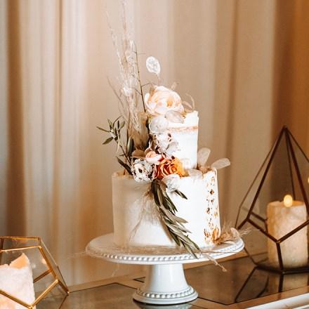 Edible Memories-Yuba City Sacramento Tahoe Wedding Cake-Real-Weddings-Magazine