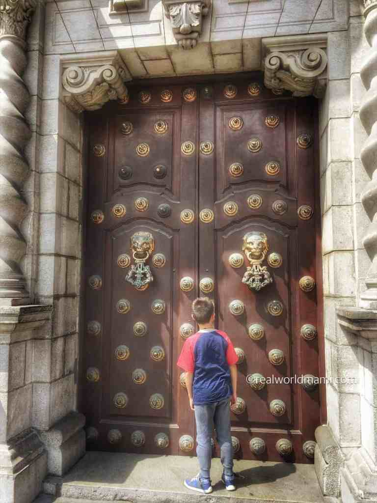 One of the fun things to do in Peru with kids visit Lima Cathedral