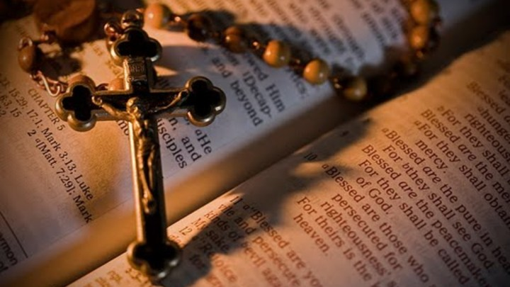 rosary_and_bible
