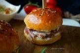 Burger s trhaným vepřovým (pulled pork) a šalotkami na cideru | reBarbora's kitchen