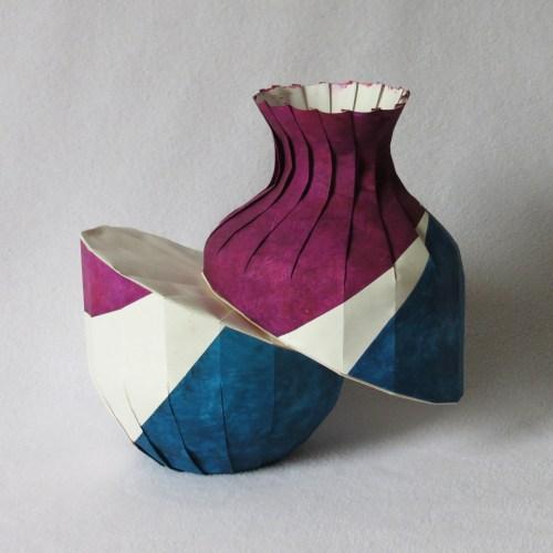 Downhill diagonal shift vase