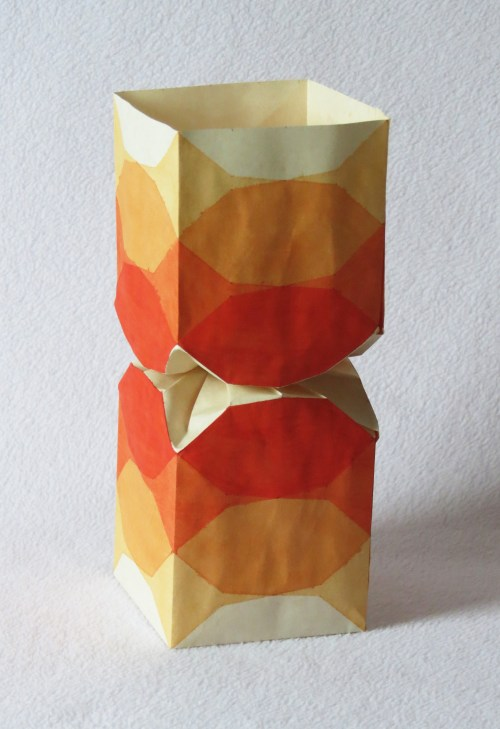 Square/circle twist vase