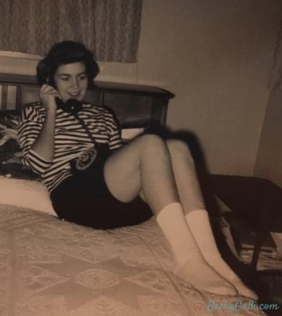 pearl-on-phone