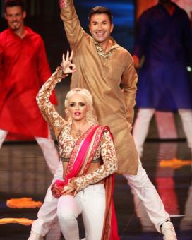 "Dani Lucas ""Jai Ho"" Dance Dance Dance"