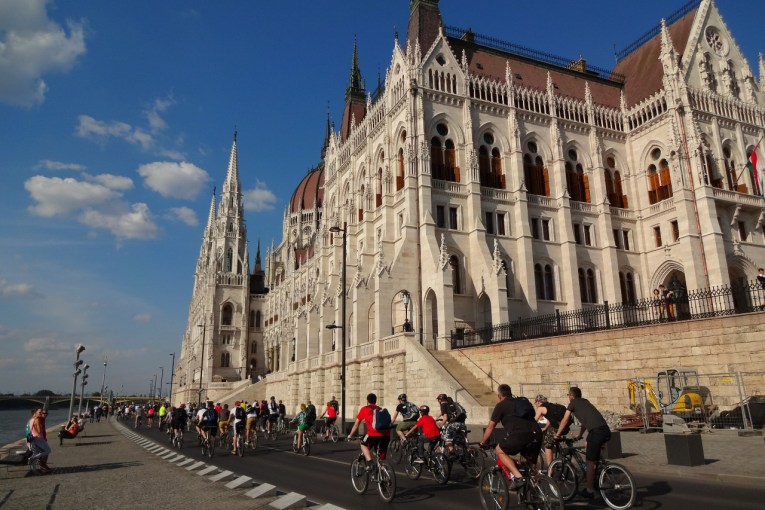 Bike Budapest around Parliament
