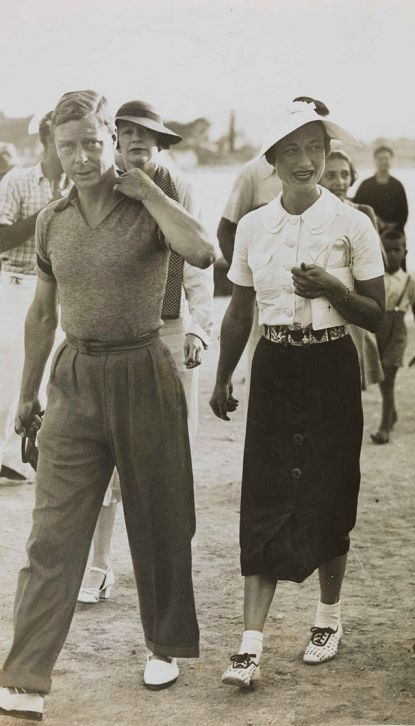 800px-king_edward_viii_and_mrs_simpson_on_holiday_in_yugoslavia_1936