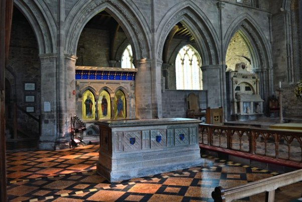 Tomb-of-Edmund-Tudor-Philip-Pankhurst-Geograph.jpg
