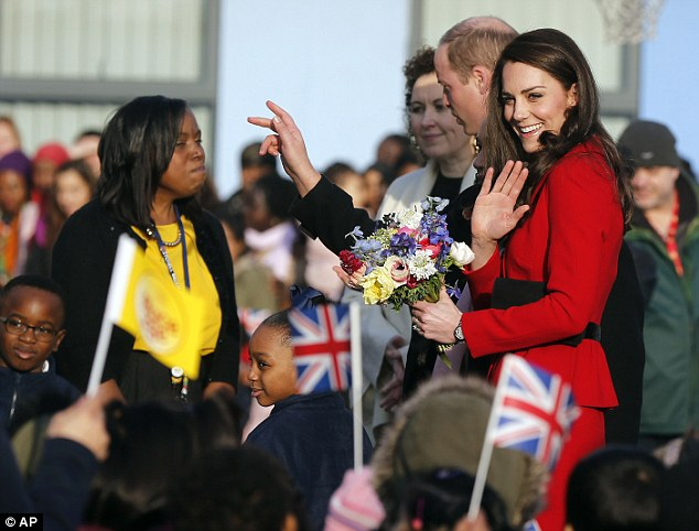 3CE383D700000578-4195332-Kate_Middleton_smiled_as_she_received_a_bouquet_of_flowers_outsi-m-54_1486375508598.jpg