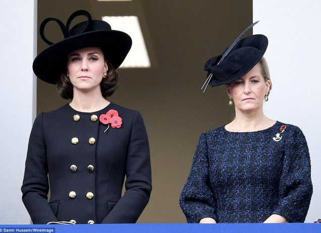 4643AF1800000578-5074463-The_Duchess_of_Cambridge_looked_sombre_as_she_stood_next_to_Soph-a-9_1510490341552
