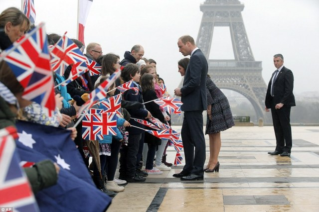3E6548AA00000578-4326466-Britain_s_Prince_William_the_Duke_of_Cambridge_and_his_wife_Kate-a-21_1489866443762.jpg
