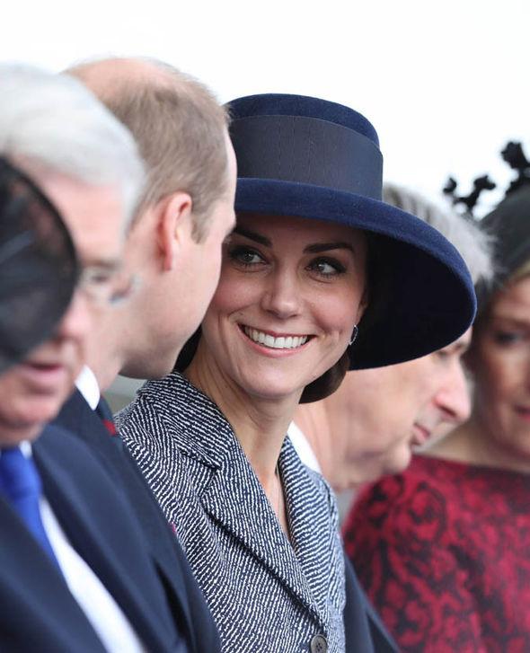 Duchess-of-Cambridge-Prince-Harry-London-war-memorial-857480.jpg