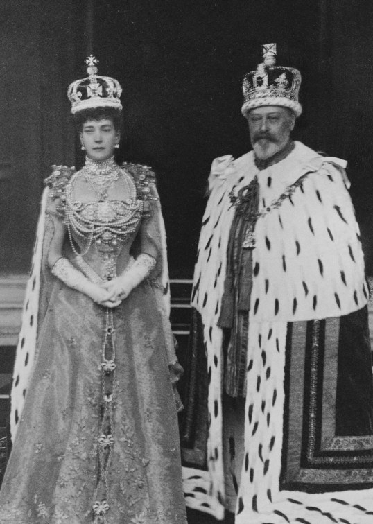 King_Edward_VII_and_Queen_Alexandra_in_coronation_robes.jpg