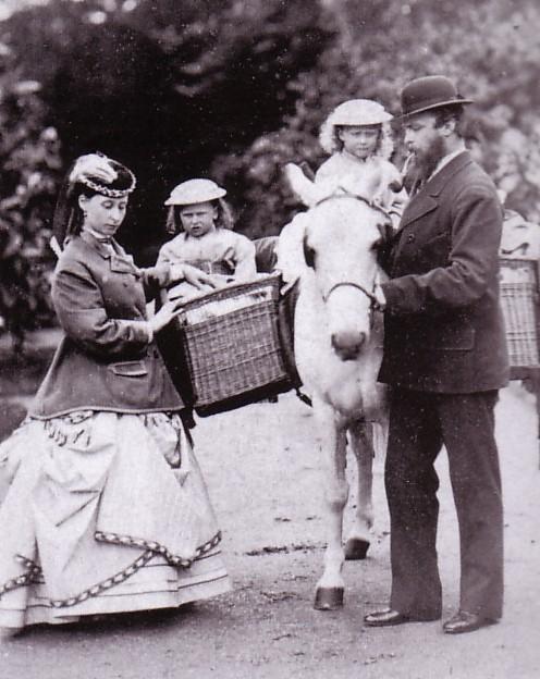 Princess_Alice_with_her_husband,_Prince_Louis_of_Hesse.jpg