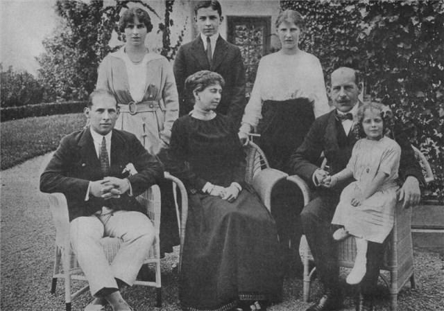 Greek_Royal_Family_1914.jpg