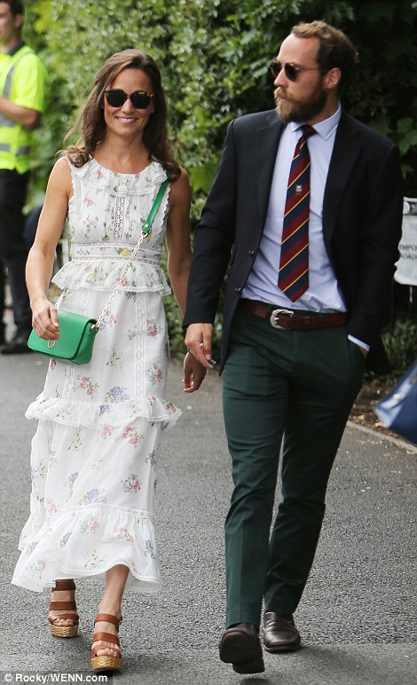 42649AA600000578-4700890-Like_her_sister_Pippa_also_opted_for_a_floral_theme_in_a_folksy_-m-83_1500215200937.jpg