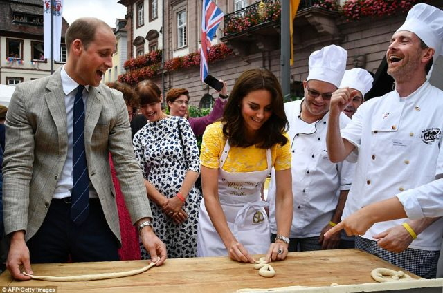 428351F900000578-4713936-Duke_of_Cambridge_and_his_wife_Kate_share_a_laugh_with_Andreas_G-a-63_1500569109729