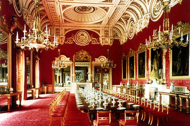 The-State-Dining-Room-at-Buckingham-Palace.jpg