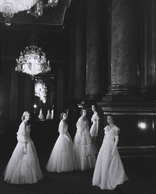 e1a0dda5790b81b82a981c5ce6053af5--queen-elizabeth-wedding-princess-elizabeth
