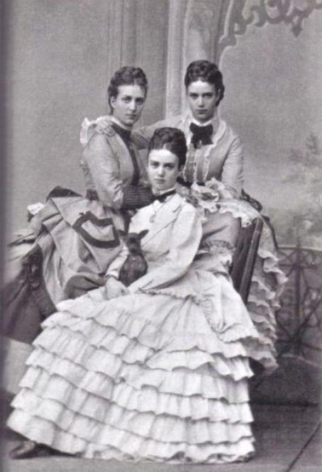 398px-Alexandra_of_Denmark_and_her_sisters.jpg
