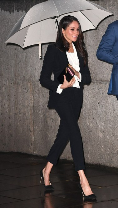 48CD0F8F00000578-5341187-Ms_Markle_pictured_outside_the_Endeavour_Fund_Awards_Ceremony_at-a-46_1517513201905