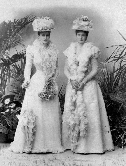 Tsarina_Alexandra_and_Grand_Duchess_Elisabeth_Feodorovna