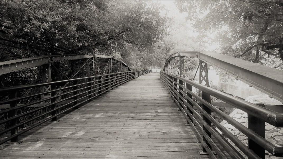 walk-bridge-salado