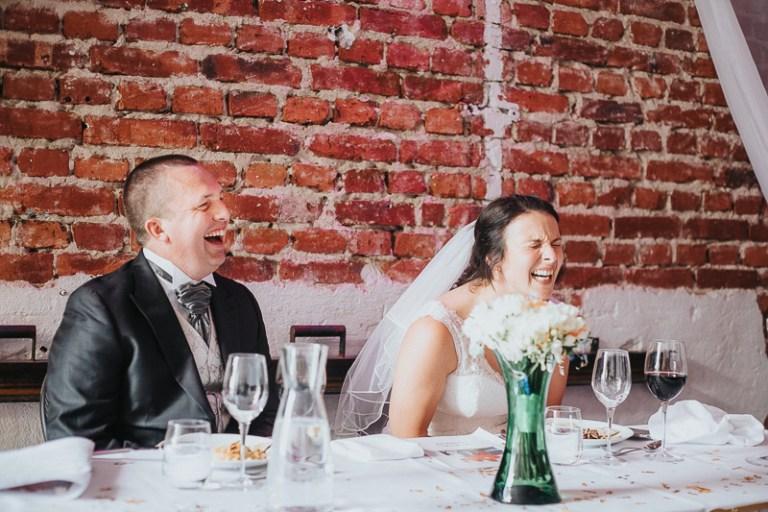 bröllopsfotografering-uppsala-brollopsfotograf-stockholm-vasteras-enkoping-naturligt-personligt-0001