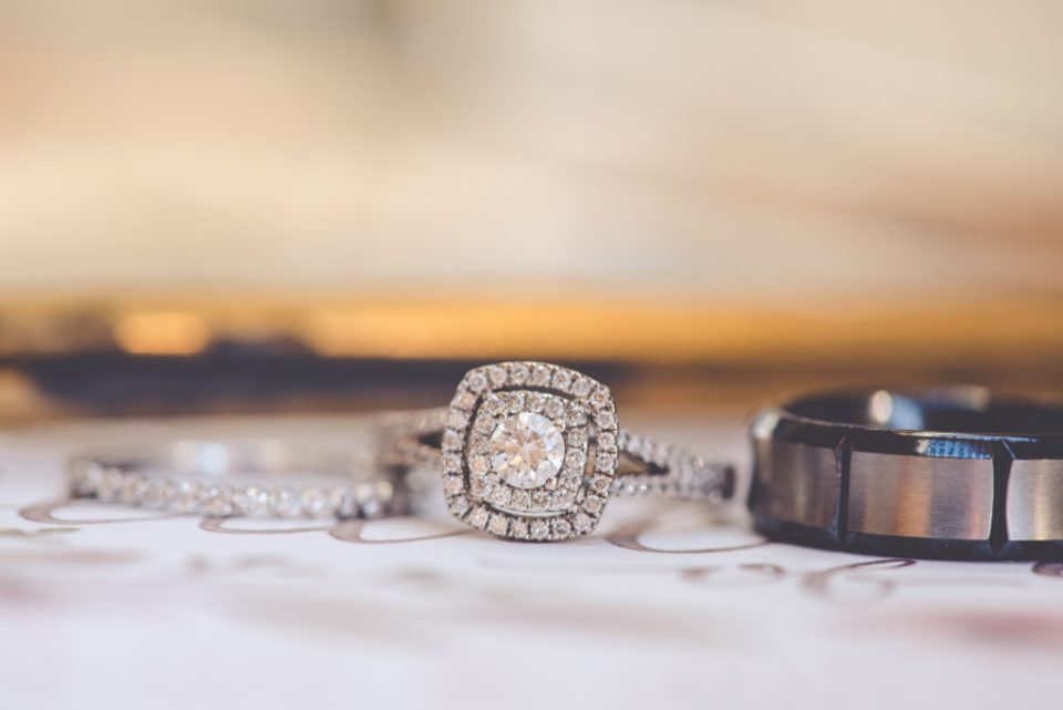 macro wedding rings photo
