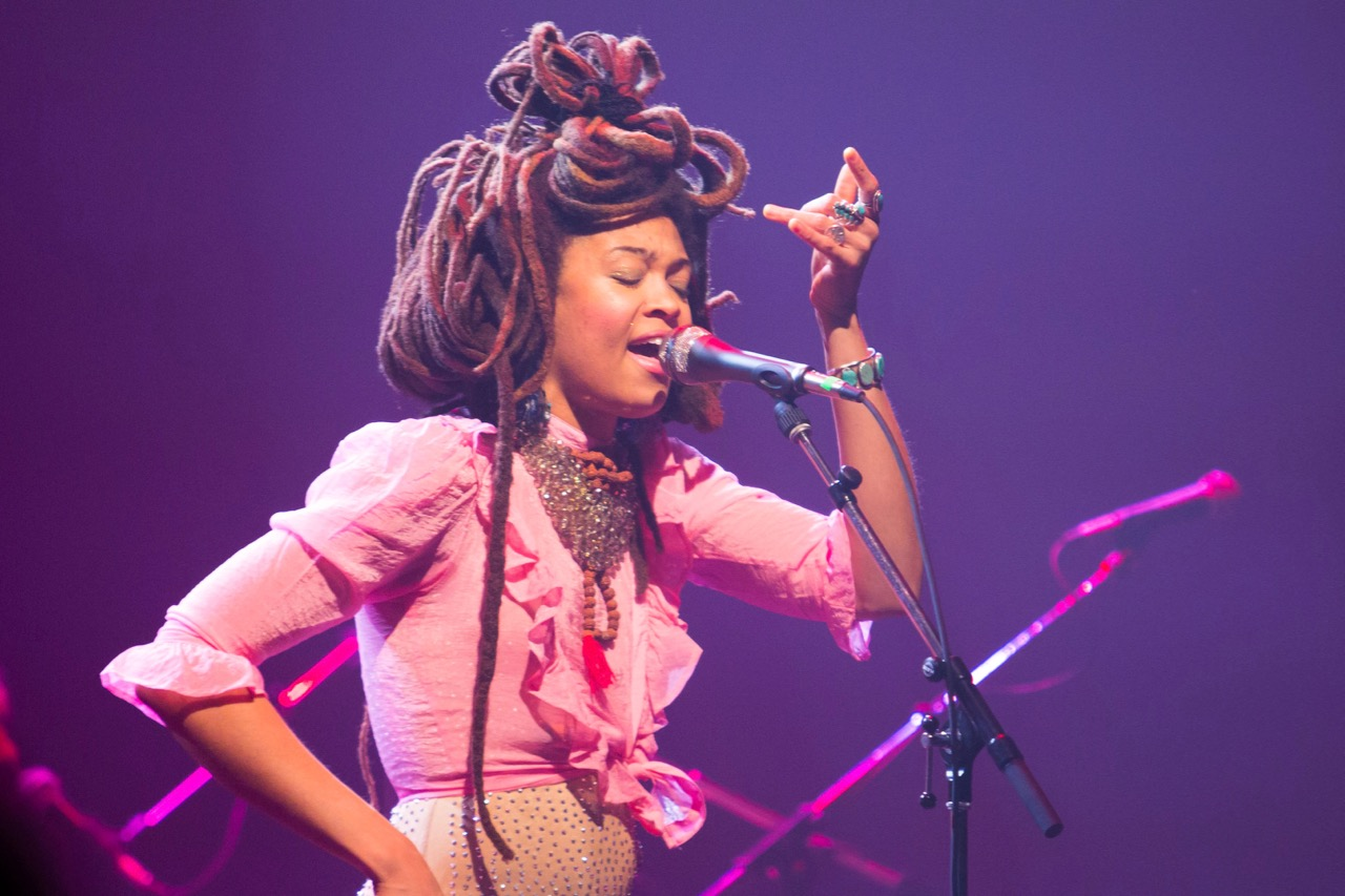 Review: Valerie June Comforts and Captivates at The Vic Theatre -  Rebellious Magazine