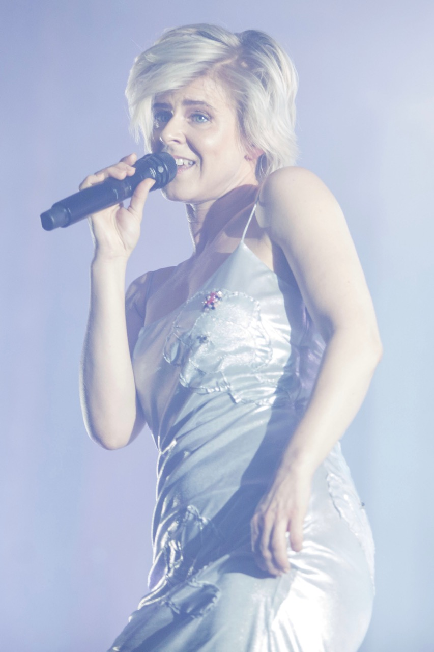 Robyn performing at Chicago