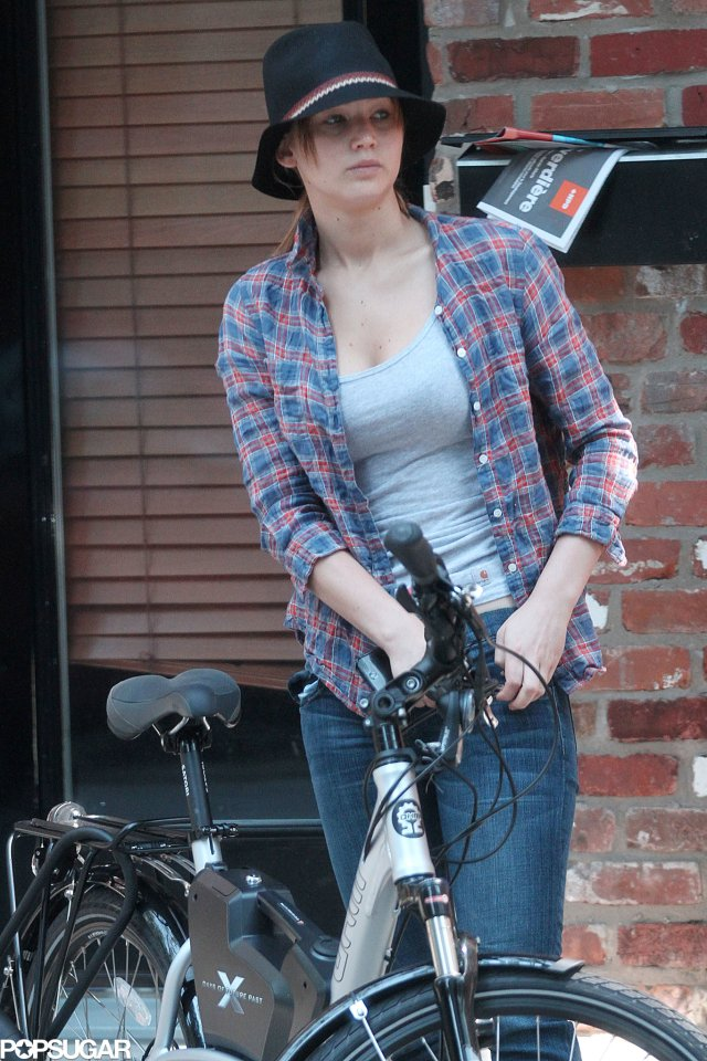 While-Montreal-August-Jennifer-Lawrence-took-leisurely-bike