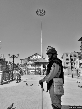 Military everywhere, even at recreation places). (Location: Lal Chowk, Srinagar)