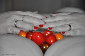 20141202-037wm pussy tomato nails color splash