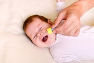 У ребенка заложен нос: причины и лечение