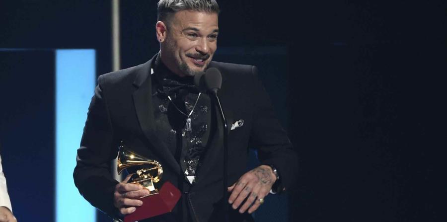 """Pedro Capó recibe el premio a canción del año por """"Calma"""""""