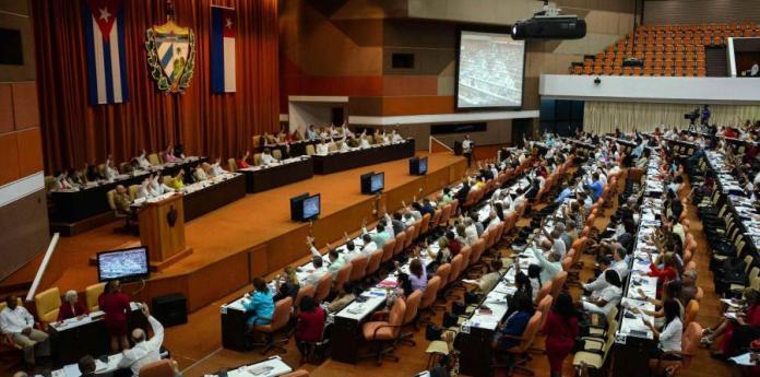 El documento contiene diversas reformas que han sido dadas a conocer a cuentagotas en la sesión de la ANPP, la cual es transmitida en su totalidad por la televisión nacional. (horizontal-x3)