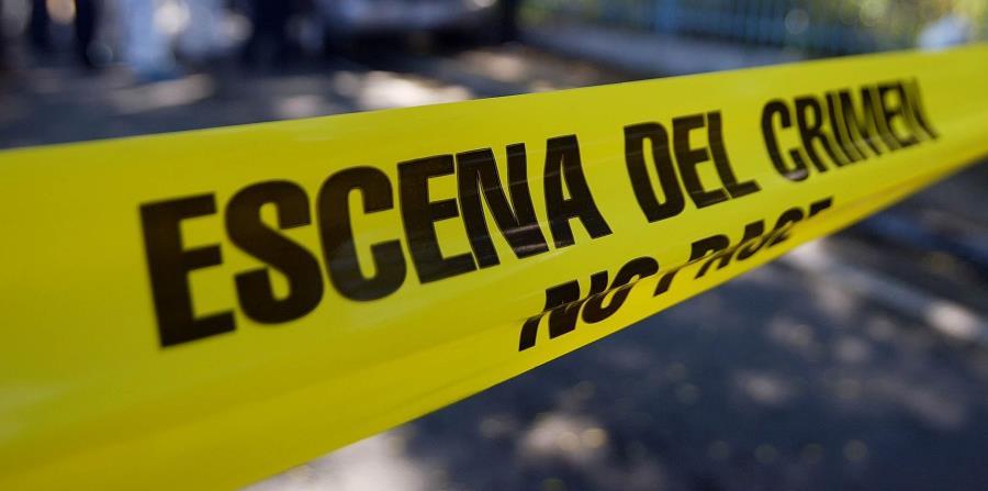 Agentes de la División de Homicidios del CIC de Carolina investigan junto al fiscal de turno. (horizontal-x3)