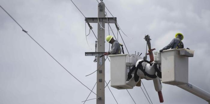 En la reunión en la que indagaron sobre la recuperación del servicio eléctrico participaron los alcaldes de Toa Alta, Clemente Agosto; Dorado, Carlos López; Vega Baja, Marcos Cruz Molina; y Vega Alta, Oscar Santiago, quien fue el anfitrión. (GFR Media) (horizontal-x3)