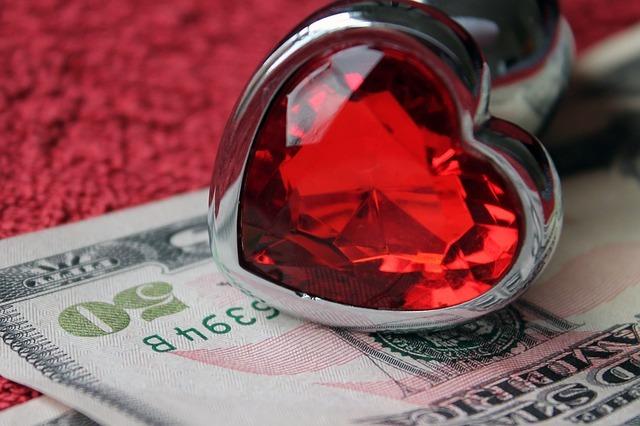 Amor e dinheiro em época de conflitos