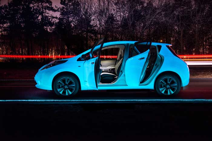 El-coche-que-brilla-en-la-oscuridad-Recambios-Infra-destacada